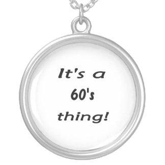 ¡Es una cosa de los años 60 sesenta años 60 Pendientes Personalizados