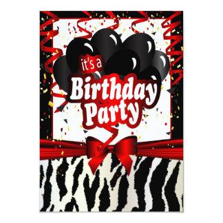 Es una fiesta de cumpleaños - texto de la cebra el invitación 12,7 x 17,8 cm