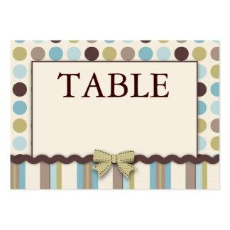 Es una tarjeta de la tabla del muchacho plana tarjetas de visita