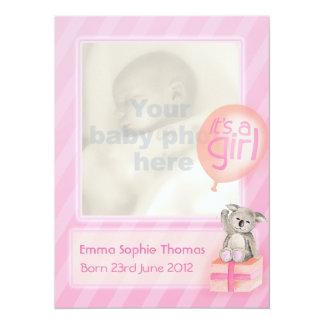 Es una tarjeta recién nacida de la invitación del invitación 13,9 x 19,0 cm
