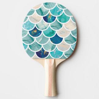Escalas de pescados burbujeantes de la sirena del pala de ping pong