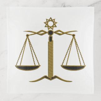 Escalas del negro de oro de la justicia el |