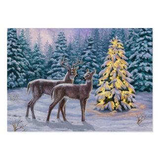 Escena bonita de la nieve del árbol de navidad y tarjetas de visita grandes