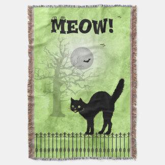 Escena de la impresión del verde del gato negro de manta