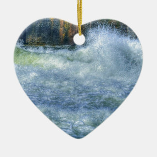 Escena de precipitación de la naturaleza del río d ornamente de reyes