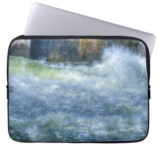 Escena de precipitación de la naturaleza del río d mangas computadora