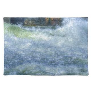 Escena de precipitación de la naturaleza del río d manteles