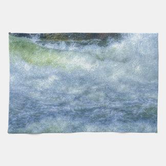 Escena de precipitación de la naturaleza del río d toallas de mano
