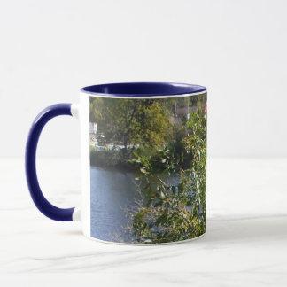 Escena del agua del árbol taza