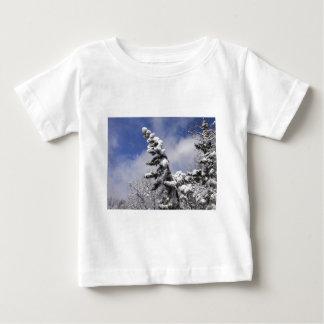escena del invierno camiseta de bebé