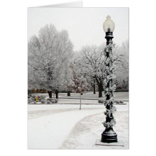 Escena del invierno de poste ligero tarjeta de felicitación