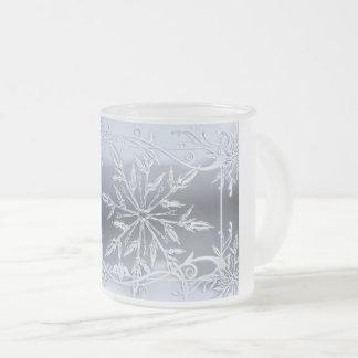 Escena escarchada del copo de nieve en la taza