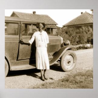 Esclavo anterior con el coche antiguo, los años 30 póster