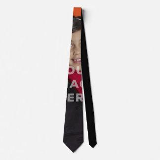 Escoja la corbata divertida cubierta de la foto de