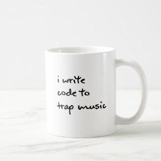 Escribo código a la taza de la música de la trampa