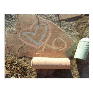 escrito en el mensaje de piedra del amor de la postal