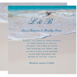Escrito en la invitación tropical del boda de