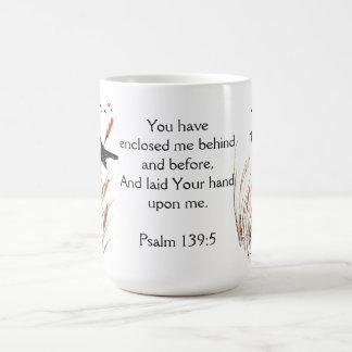 Escritura de la biblia del 65:5 del salmo usted taza de café
