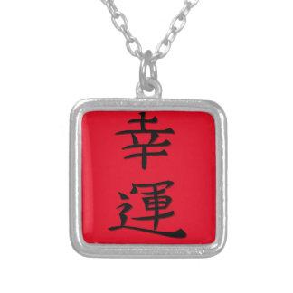 Escritura japonesa de la buena fortuna collar plateado