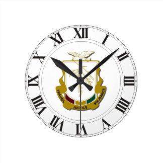 Escudo de armas de Guinea Reloj Redondo Mediano