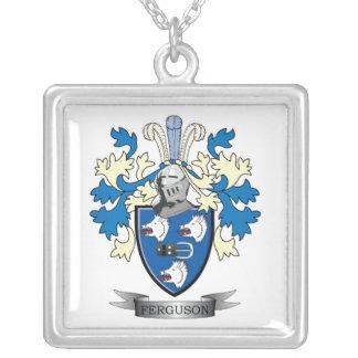 Escudo de armas del escudo de la familia de collar plateado