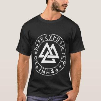 escudo de la runa del Tri Triángulo de la camisa