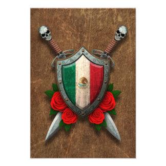 Escudo envejecido y espadas de la bandera mexicana invitaciones personales