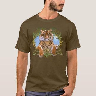 Escudo feroz del tigre en peligro camiseta