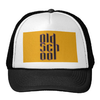 Escuela vieja amarilla gorros bordados
