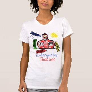 Escuela y creyón de la camisa del maestro de
