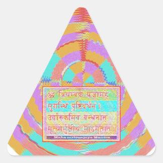 Esmero al mantra de MAHA-MRITUNJAY Pegatina Triangular