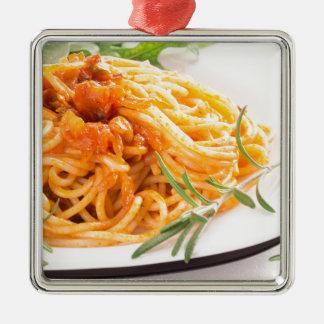 Espaguetis italianos con el primer vegetal de la adorno de cerámica