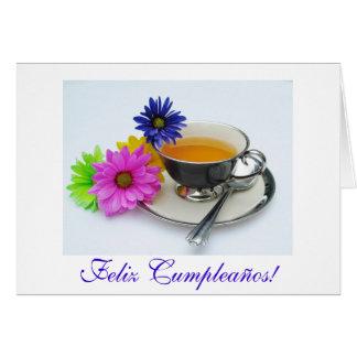 Español: Taza y Flores del cumpleaños/de Tarjeta De Felicitación