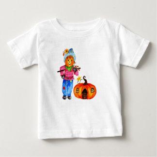 Espantapájaros que guarda la calabaza camiseta de bebé