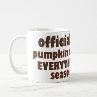 Especia de la calabaza todo estación taza de café
