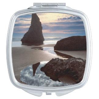 Espejo Compacto Borde del camino Espina-Formado de la roca de la