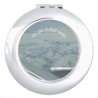 Espejo compacto de la nube nueve