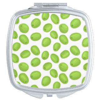 Espejo Compacto Modelo con las aceitunas verdes