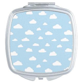 Espejo Compacto Nubes blancas del dibujo animado en modelo azul