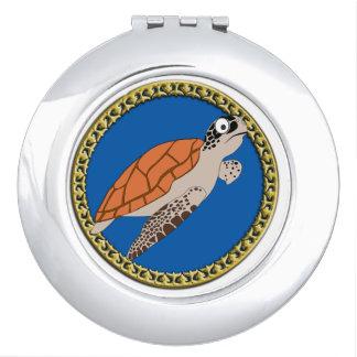 Espejo Para El Bolso Natación anaranjada de la tortuga de mar con un
