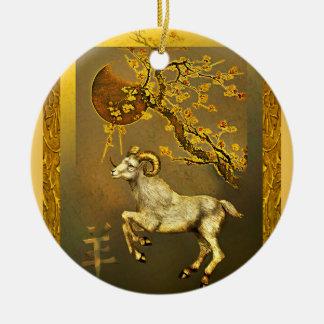 Espolón chino bajo la luna y ramas de oro del adorno para reyes