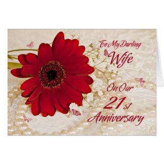 Esposa en el 21ro aniversario de boda, una flor de tarjeta de felicitación