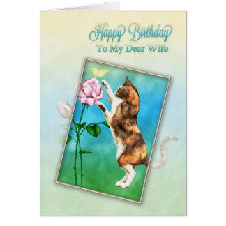 Esposa, feliz cumpleaños con un gato juguetón tarjeta de felicitación