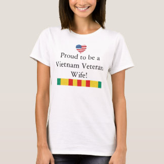 Esposa orgullosa de la camiseta del veterano de