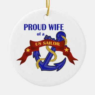 Esposa orgullosa de un ornamento del marinero de ornato