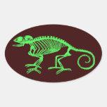 Esqueleto del camaleón pegatina ovalada
