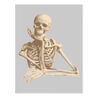 Esqueleto divertido postal