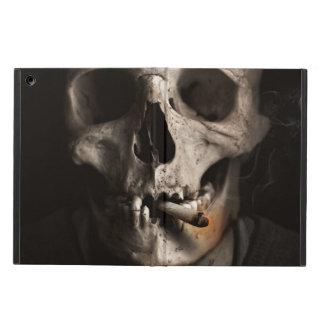 Esqueleto que fuma