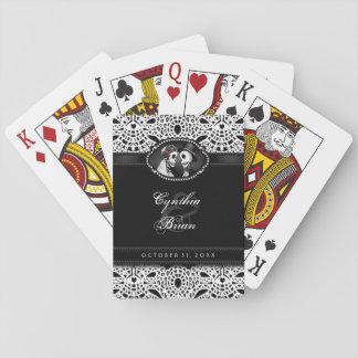 Esqueletos del boda negros y nombres blancos del barajas de cartas
