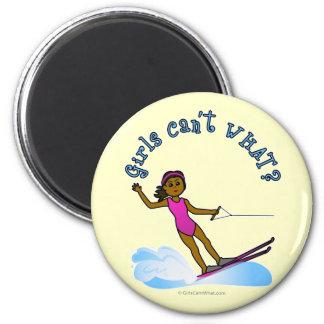 Esquiador de sexo femenino oscuro del agua imanes de nevera